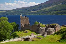 castle ruins in scotland near urquhart, better pic